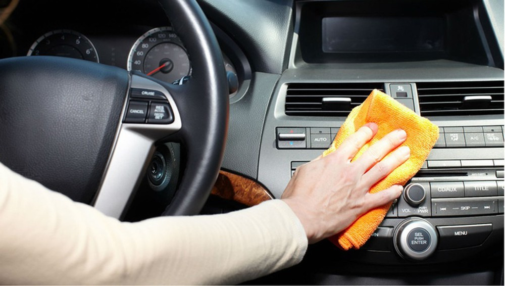 Bí quyết vệ sinh nội thất xe ôtô tại nhà hiệu quả nhất