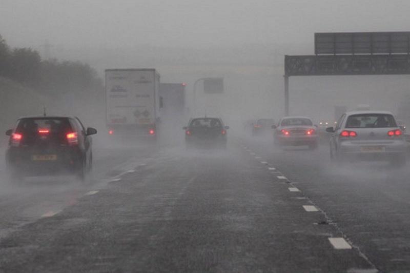 10 nguyên tắc bất di bất dịch khi lái xe trời mưa