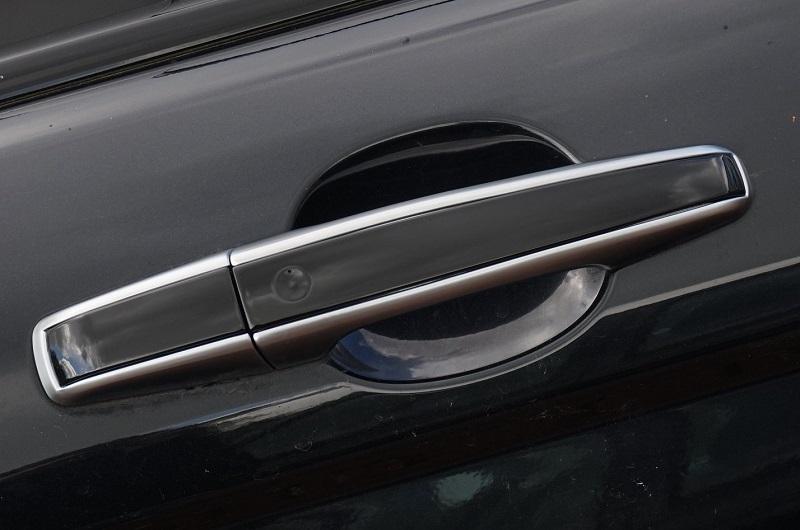 Hướng dẫn cách thay tay nắm cửa ô tô tại nhà