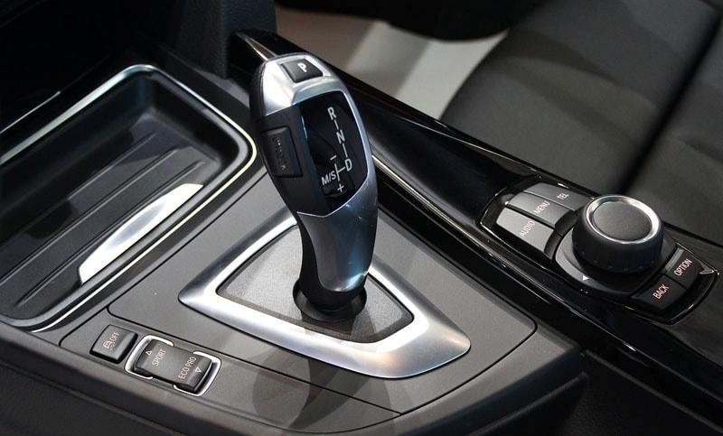 Khó chuyển số ở hộp số tự động ô tô – Đây là nguyên nhân