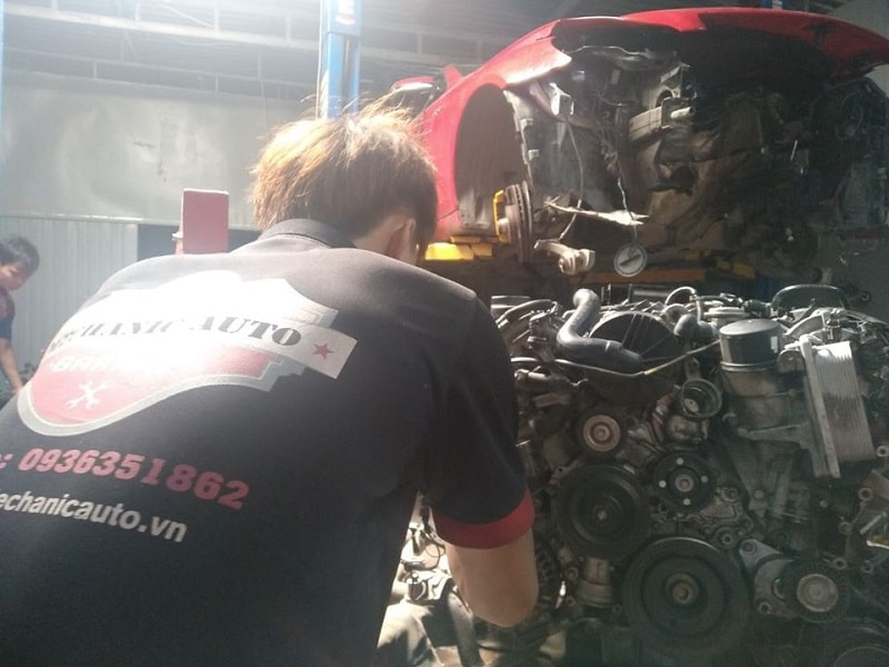 Garage đại tu động cơ ô tô Toyota chuyên nghiệp tại TPHCM
