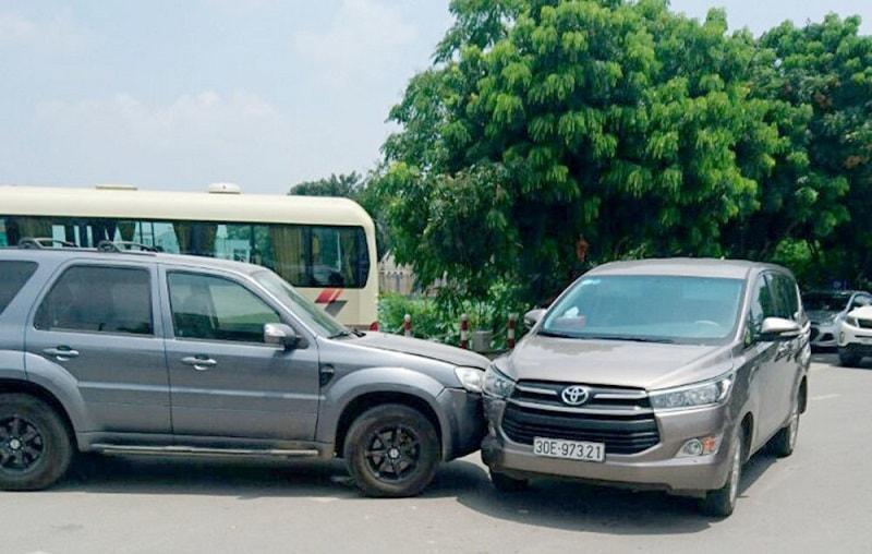 Toàn bộ những điều cần làm với hãng bảo hiểm khi ô tô gặp tai nạn