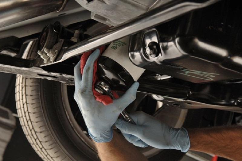 Hướng dẫn cách thay thế lọc nhớt ô tô - Mechanic Auto