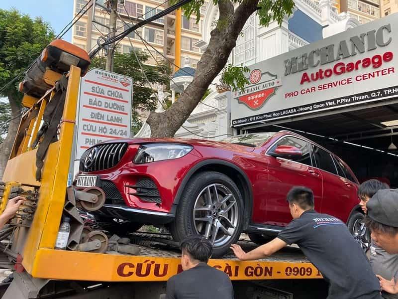 garage sửa chữa và bảo dưỡng xe ô tô hạng sang