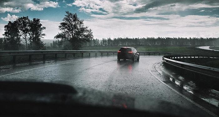 Cách xử lý những tình huống khẩn cấp khi lái điều khiển xe ô tô