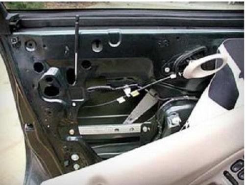Thanh chốt cửa ô tô