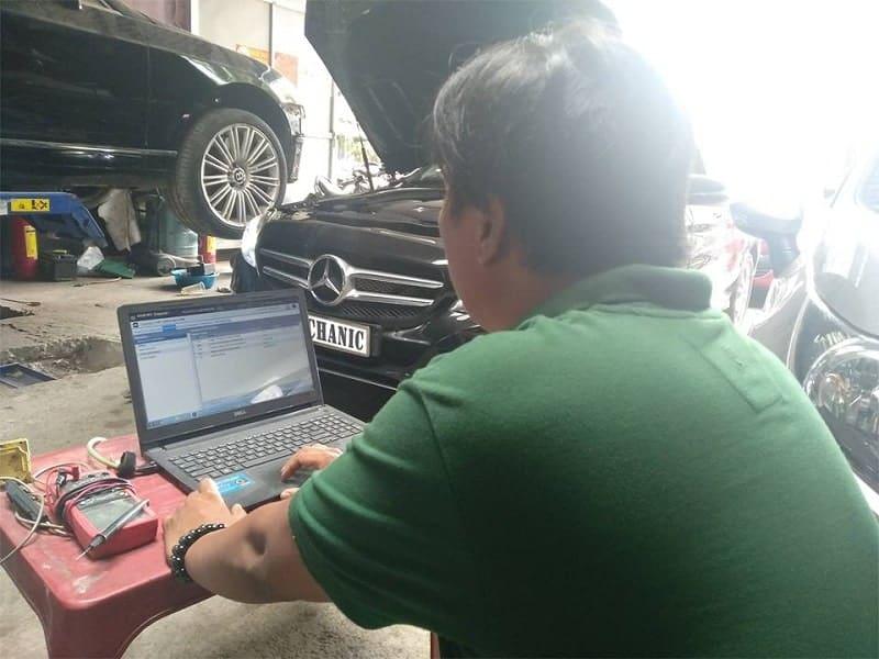 Sự kết hợp của công nghệ sửa chữa hiện đại tại garage ô tô