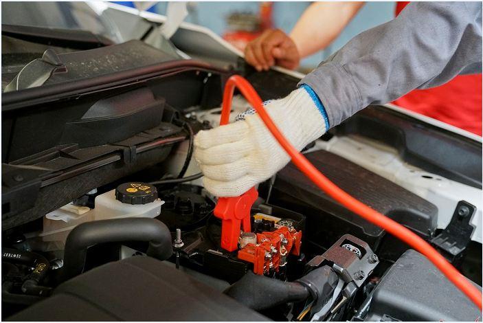Biết cách nối cọc bình để khởi động xe khi xe hết điện bình