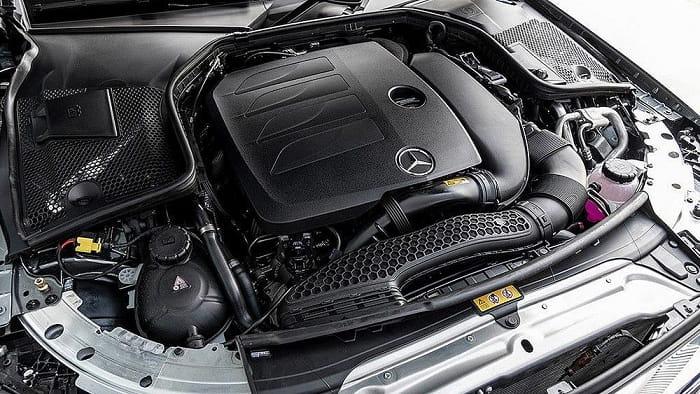 Biết cách kiểm tra nước làm mát, dầu máy khi sử dụng xe Mercedes