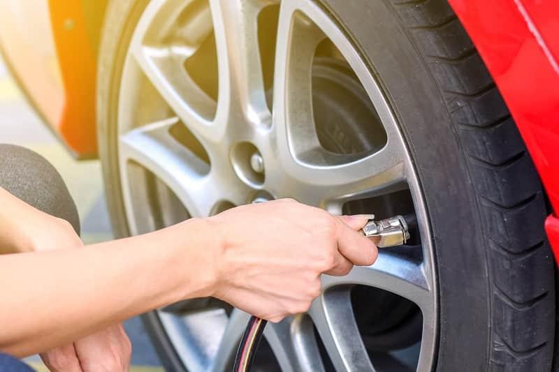 Tự kiểm tra áp suất lốp xe